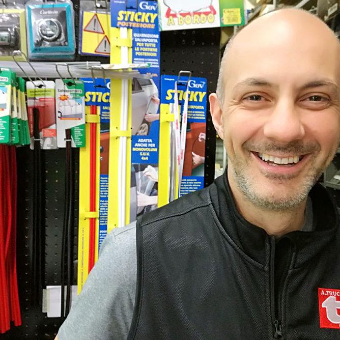 Luca, Attilio Trucco, Genova, ricambi auto e moto